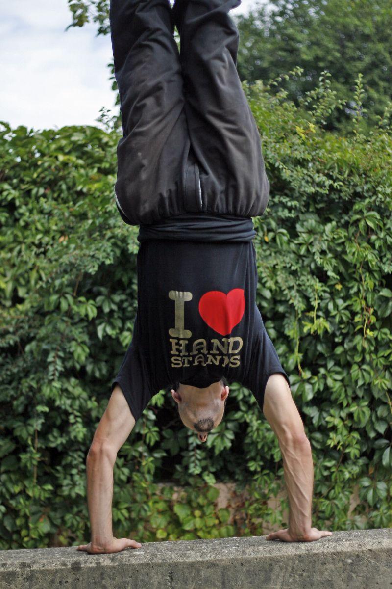 I love handstands