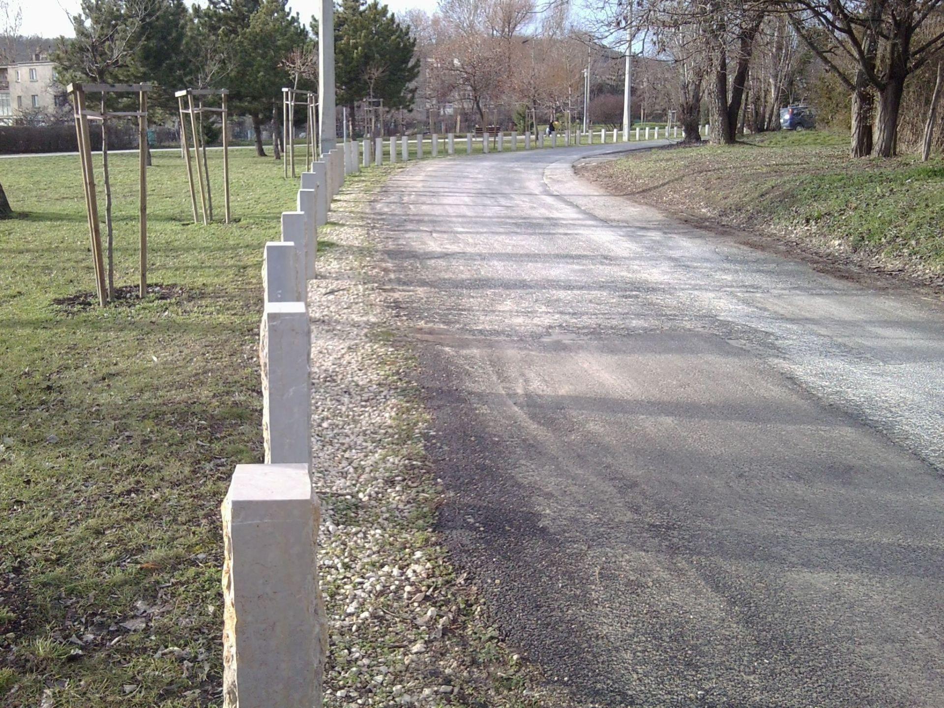 Pk stone posts fured