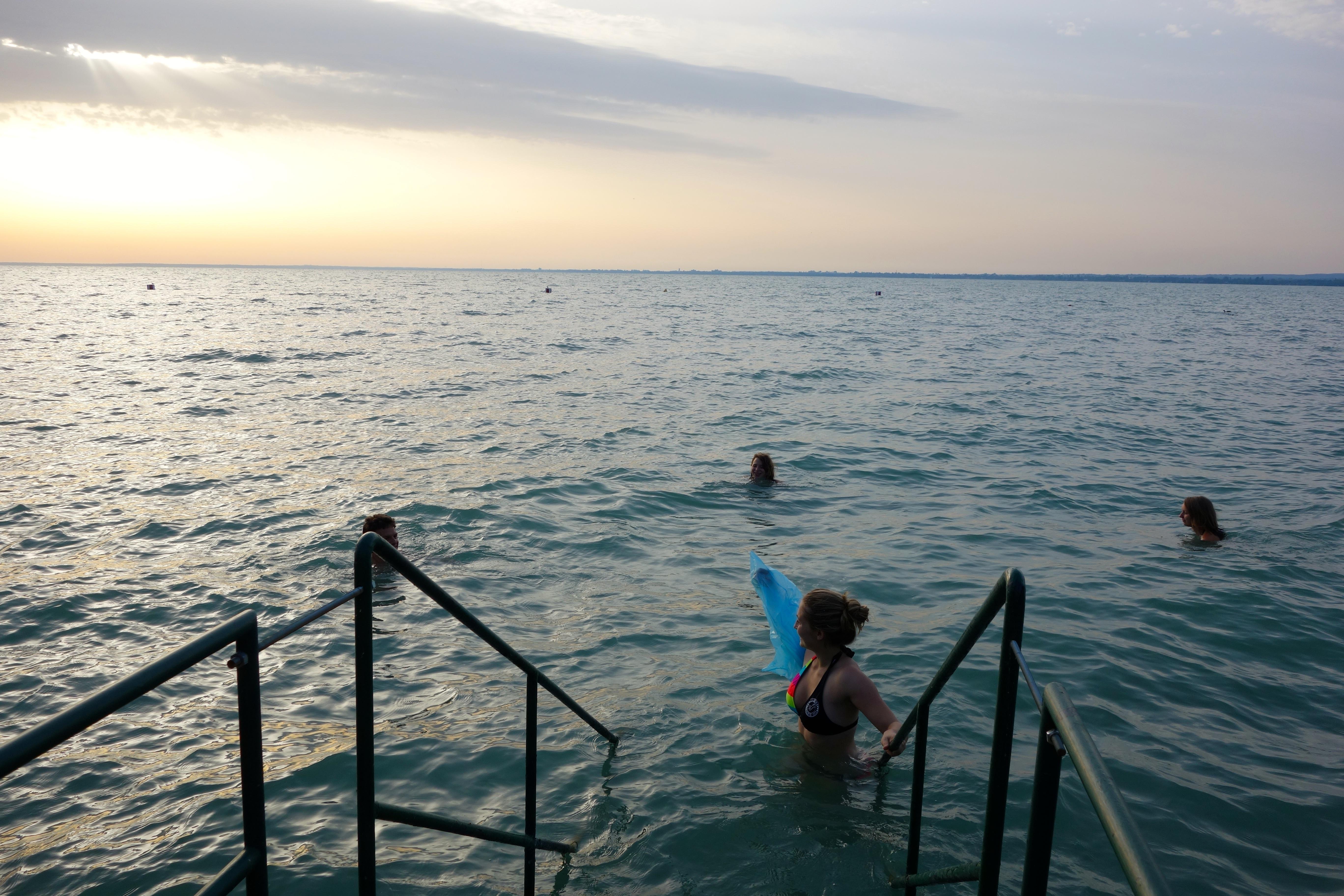 Gruppe im Wasser