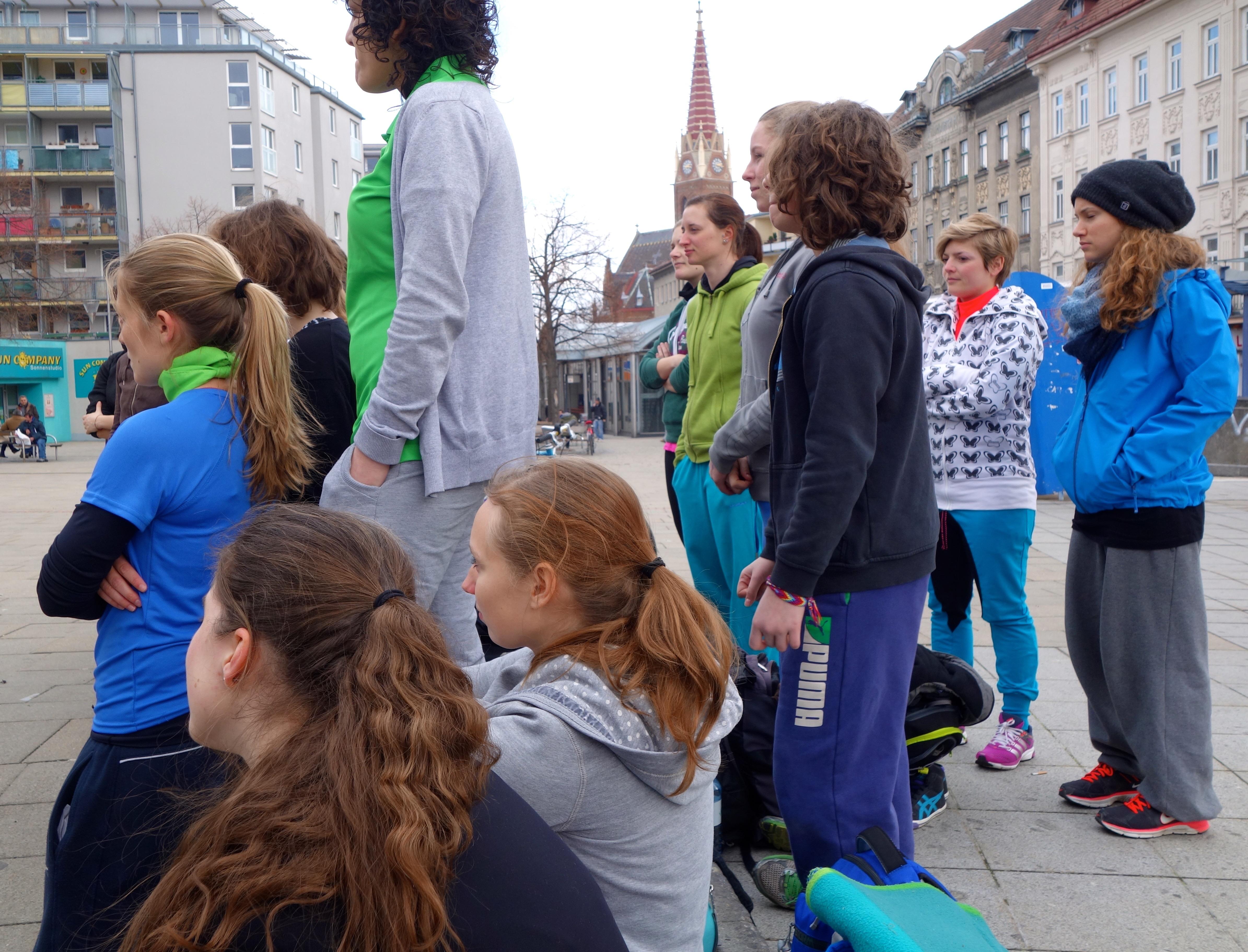 Talk - girl crowd